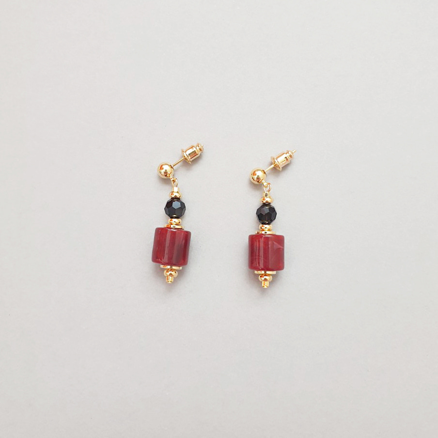 S c a r l e t  EARRINGS